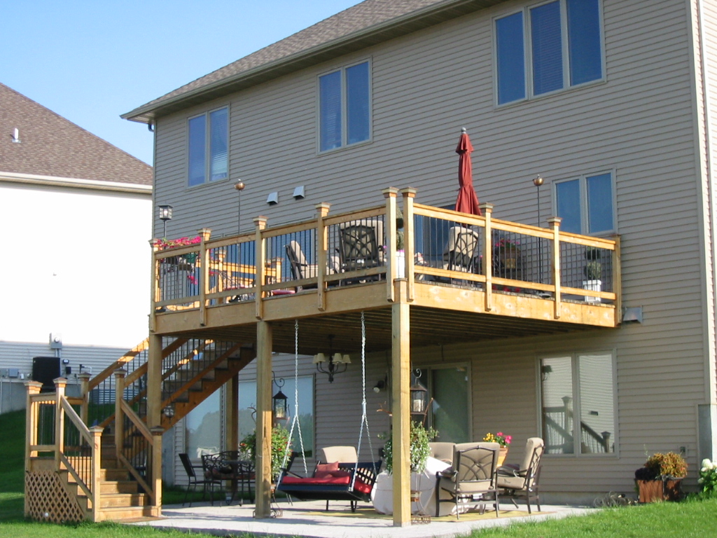 Screened porch or deck 5 important considerations in minnesota outdoor living spaces in twin - Things consider installing balcony home ...